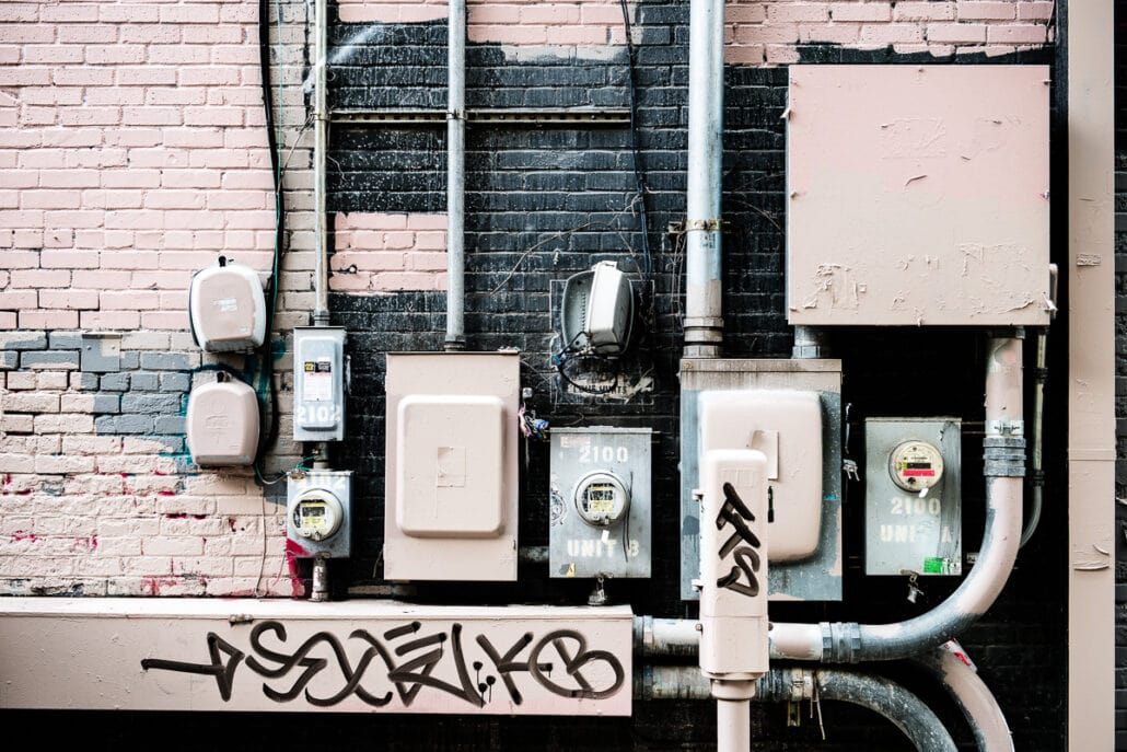 Electric Grafitti #1354, visual rhythms in electrical installations, photograph by Jeff Kauffman